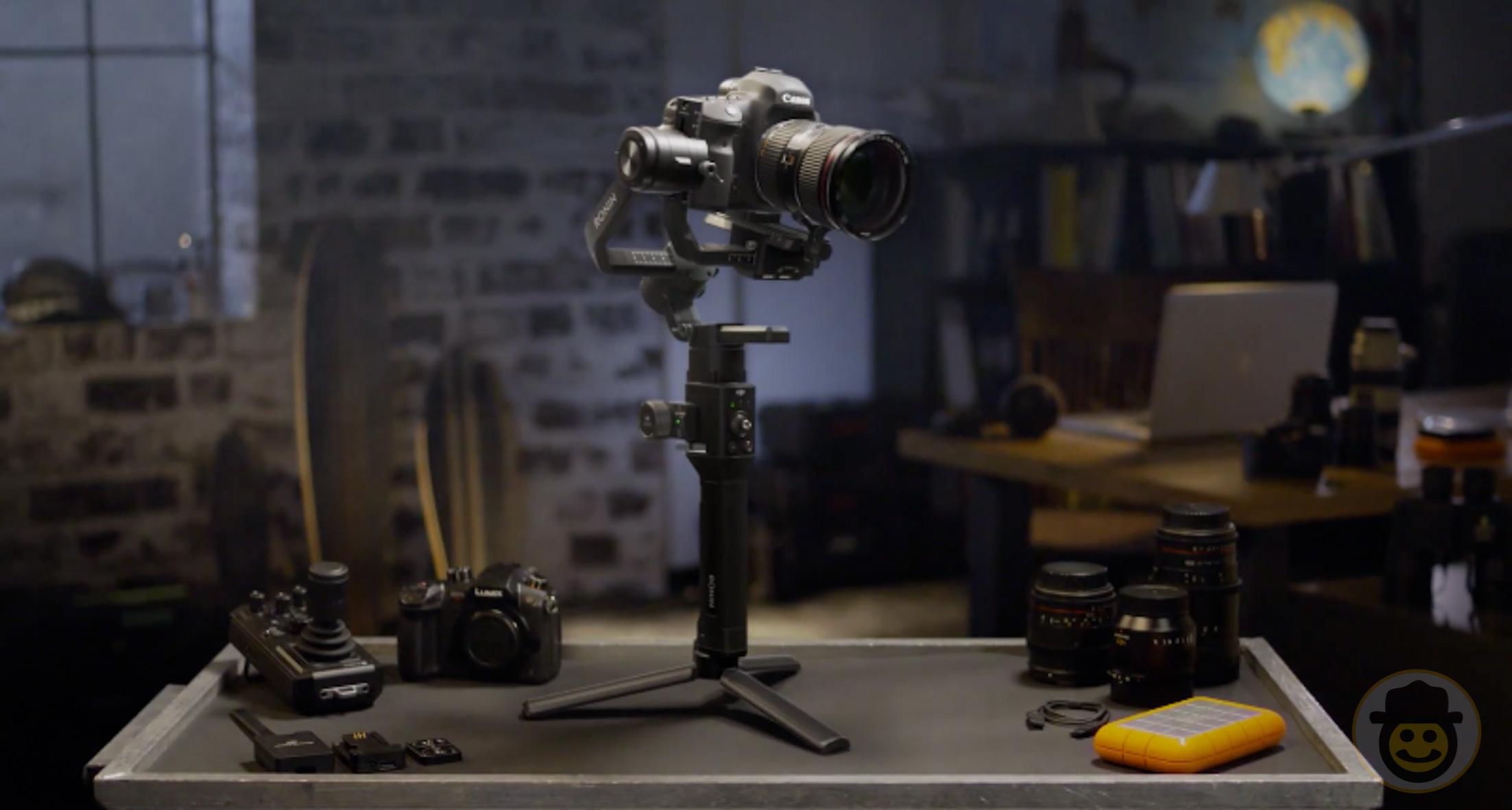 DJI、ミラーレスカメラ用の片手持ちスタビライザー3軸ジンバル「Ronin-SC」を発表