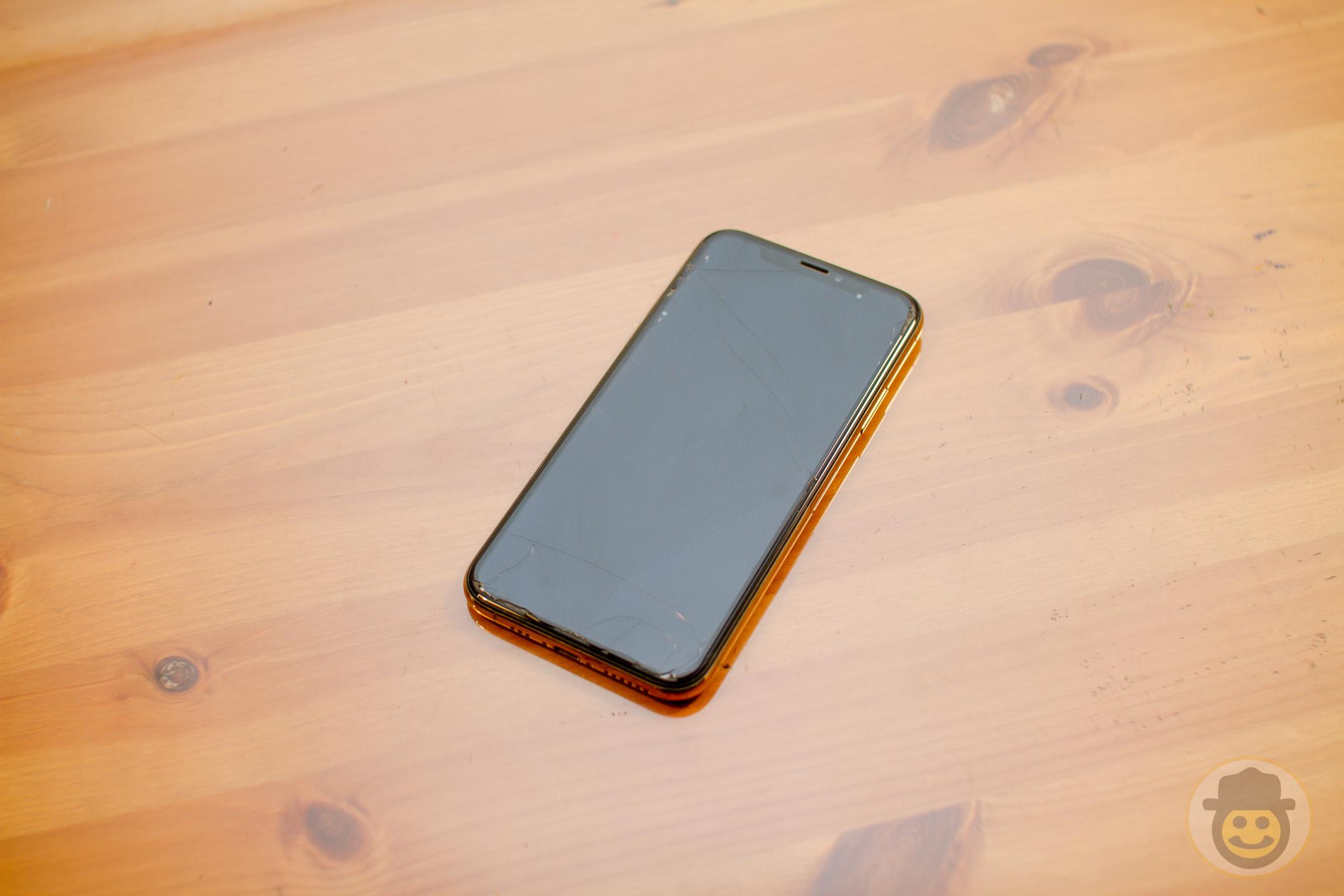 iPhone XS ガラスフィルムがひび割れたから交換した