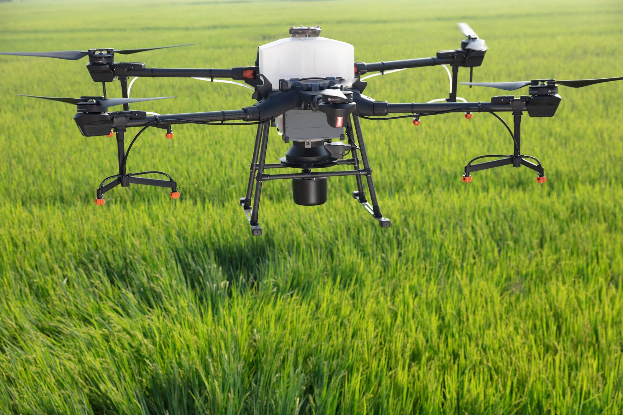 DJI、「AGRAS T20」を販売開始!安全性と高効率の農薬散布ドローン